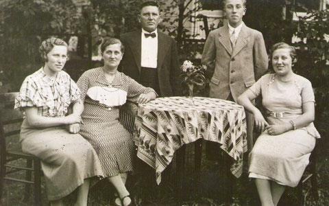 In den vier Quellen Adolf Grimmer mit Familie Lenchen Rauscher,Mariechen, Adolf, Renate Vidoni