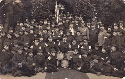 Wehrkraftgruppe Schweinfurt 1916 - in der Mitte rechts mit Zylinder und Amtskette, Erster Bürgermeister Hofrat Wilhelm Söldner