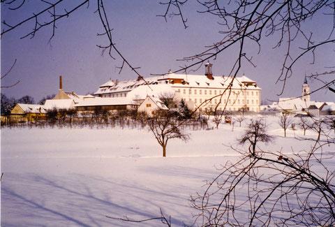 Das Kloster Heidenfeld in einer Winterlandschaft - Privatfoto