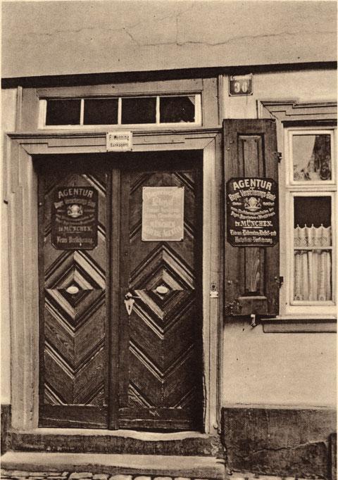 Krumme Gasse 36 im Jahr 1908. Hier betrieb Herr Wennig seine Bankagentur der Bayer. Versicherungsbank München