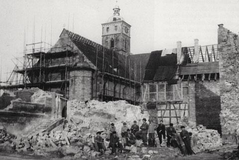 Kriegstrümmer vor der Johanniskirche