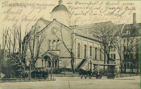 Das alte Stadttheater, dahinter Industriegebäude