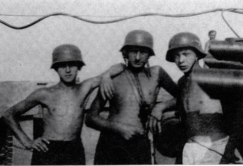 Sommer 1944, die Luftwaffenhelfer der Oberschule Bamberg bei der 6. schweren 458 in der Stellung Grafenrheinfeld - Fährhaus
