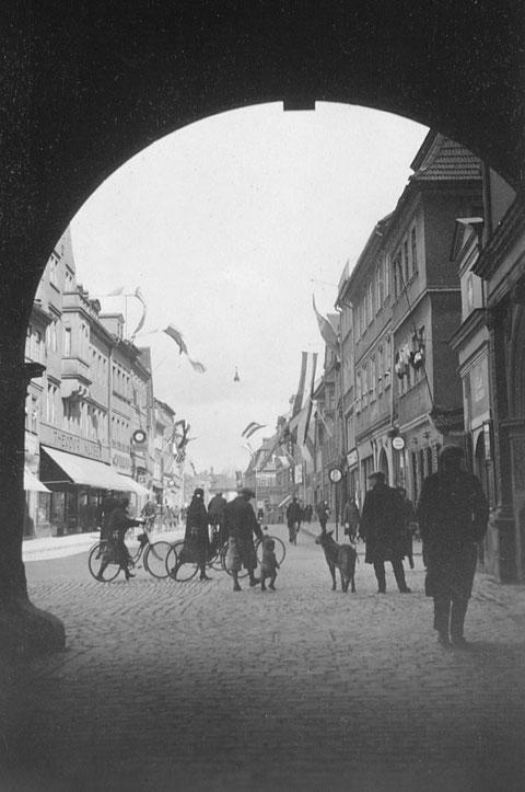 Blick vom Rathaus in die Rücketstraße -1933 - Danke an Holger Meyer