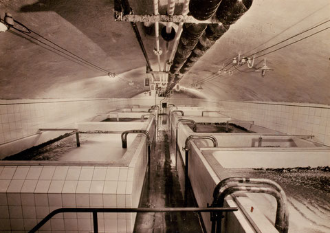 Gärkeller: Gärgefäße aus Aluminium für 1600 Hektoliter; später Kellerraum umgebaut in Lagertanks