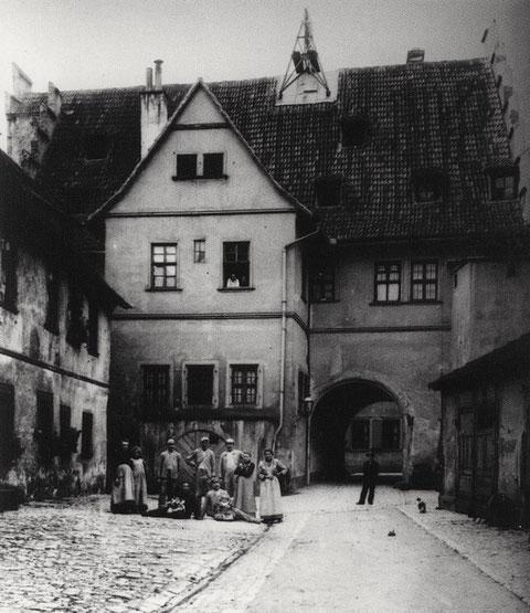 Ebracher Hof - vom Innenhof aus gesehen - 1905