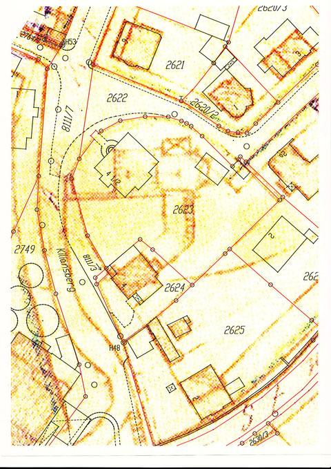 Die Zahl 2623 befindet sich genau unterhalb der Kirche; über die Zahl 2623 vierlief dann nach unten abknickend eine Verbindung zu einem weiteren Gebäude (links v. 2624)