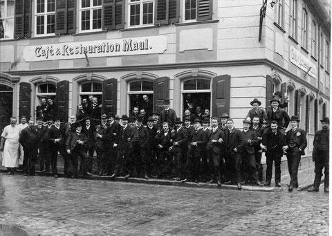 Ecke Metzgergasse (Nr.15)/Judengasse 1904 - hier mit Schlachtschüssel des Ruder-Clubs