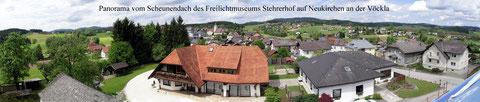 Panorama vom Scheunendach des Freilichtmuseums Stehrerhof auf Neukirchen/Vöckla
