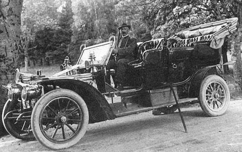 Herzoglicher Förster, der Ur-Urgroßvater von Mario Döhrer in der herzoglichen Karosse vermutlich in der Kisseler Strasse in Höhe der Bemans-Villa um 1920