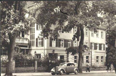 Sanatorium Hugo Gefroi 1958 mit BMW 324 ?- Archiv W.Malek