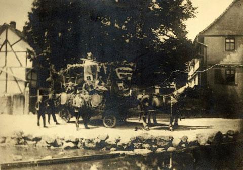 Umzugswagen Schützenverein Schweina Mit Heinrich Uehling - Sammlung Thomas Uehling