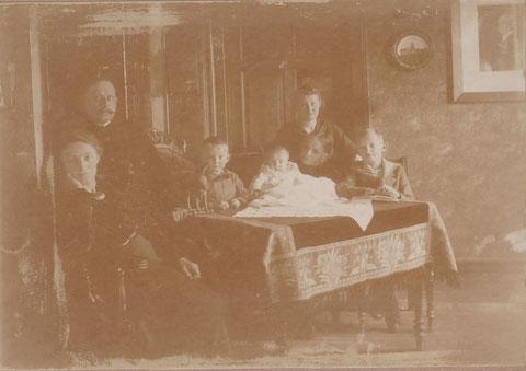 Familie Perlet in Obermaßfeld 1918-19, als Helge noch ein Kind war - Quelle: Dr. H.Frank