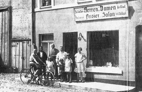 Das 1924 eröffnete Barbier-und Friseurgeschäft von Otto Bögel in der Silchenstraße um 1928 in Bad Salzungen von P.M.Stein.