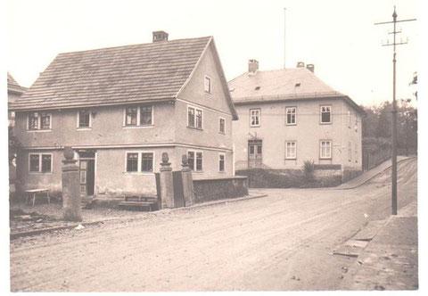 Forsthaus oben, darunter Haus Hopf und links daneben nicht zu sehen Haus Weller - Archiv W.Malek