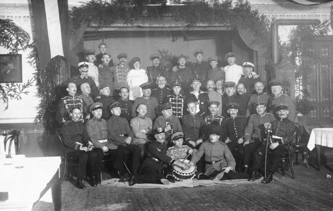 """Kriegerverein im Gasthof """" Zur guten Quelle """" nach dem Ersten Weltkrieg - Archiv Horst Schneider und Cornelia Pissarek"""