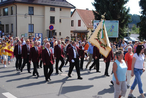 Sänger beim Festumzug 125 Jahre Feuerwehr