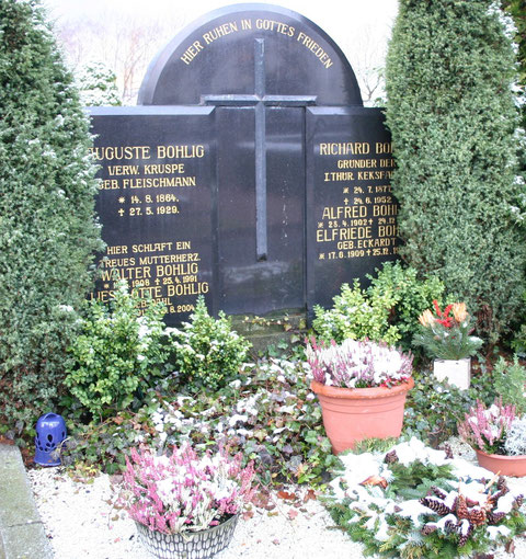 Familiengrab - Aufnahme W.Malek 02/2012