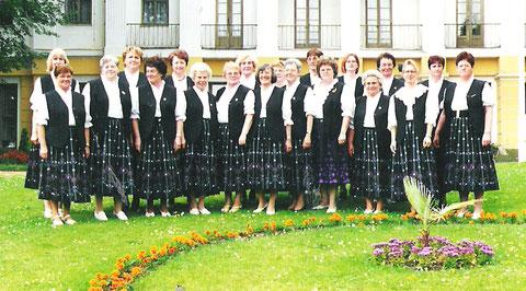 Singkreis 2000 vor dem Kulturhotel Kaiserhof