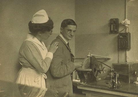 Optiker Dinkelmeier und Schwester Frida Rothe 1921 - Archiv Kai Ziegler