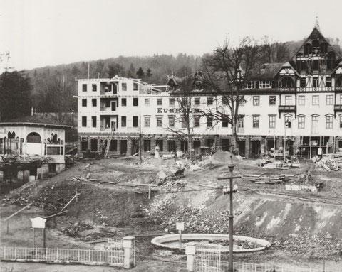 Musikpavillion links kurz vor seinem Abriss 1913 - Archiv W. Malek