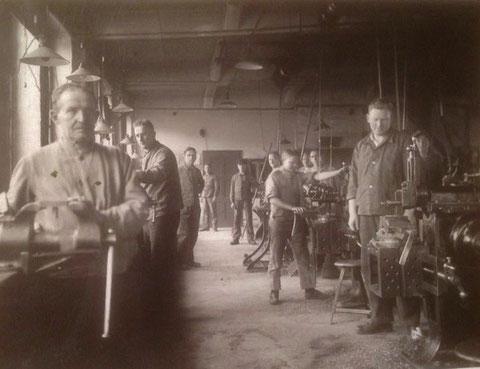 gepostet von Stefan Möller, rechts sein Opa im Werkzeugbau der Firma Luther