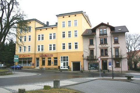 Aufnahme März 2012, rechts Haus Gonnermann