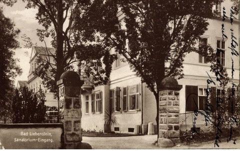 Aufnahme 1927- Sommerhaus Dr.Martiny -später Arztpraxis Dr.Reif - Eingangssäulen existieren noch heute, sind um 1,5 Meter gekürzt worden - Repro W.Malek