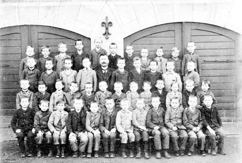 Volksschule in der Schulstraße - Archiv Horst Schneider und C.Pissareck