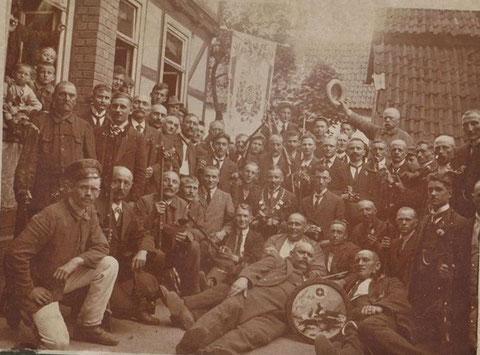 Schützenverein Steinbach vor dem Luthergrund ca. 1910 - Sammlung Carsten Sauermilch