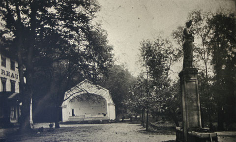 Musikpavillon und Greifenbrunnen kurz vor 1913 - Archiv W.Malek
