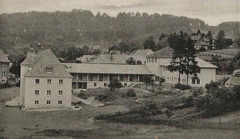 rechts Nebengebäude vom Armenhaus