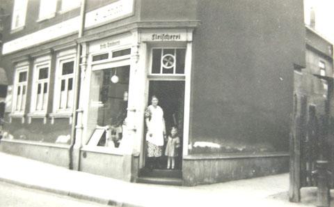 Fleischerei Fritz Amborn in der Bad Salzunger Ratsstrasse 28, die von 1931 bis 1938 bestand und danach als Fleischerei Hollenbach weitergeführt wurde und bis heute existiert - Archiv H.Luck
