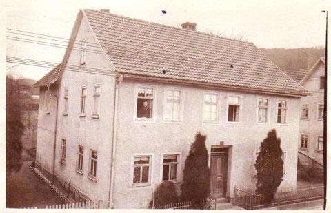 Herzog-Georg-Straße 23, Haus Jordan,  links Gärtenerei Bachmann, rechts Hofschmiede - Archiv W.Malek