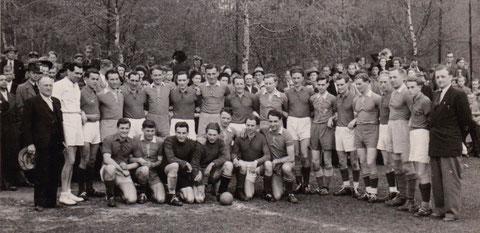 Feldhandballer mit Robert Claus, Hans Völker und Rolf Eisenbrandt - Archiv Gerd Eisenbrandt