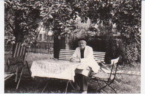 Karl Heym in seinem Garten 1968