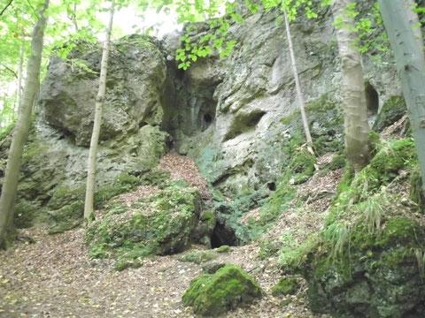 Beeindruckende Felsenpartie neben dem Felsentheater