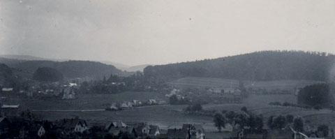 Ansicht vor dem Schulbau der Volksschule - Archiv W.Malek