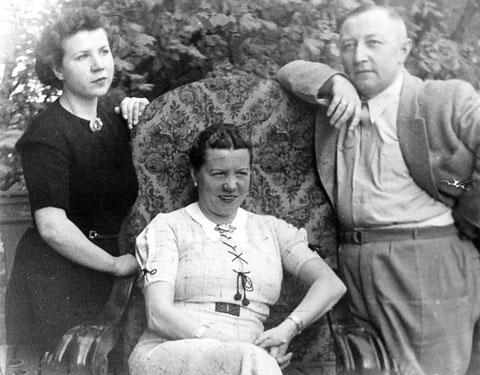 Erhard Lux mit Ehefrau Frieda und Tochter Helga