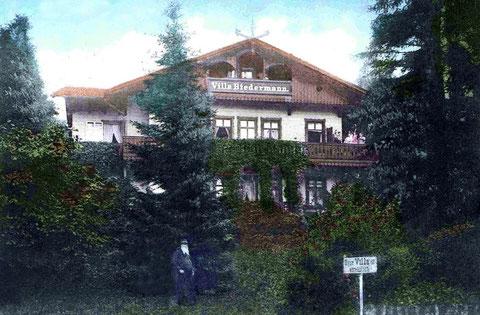 Rechts auf dem Schild steht:  Diese Villa ist verkäuflich - Archiv Foto Bodenstein