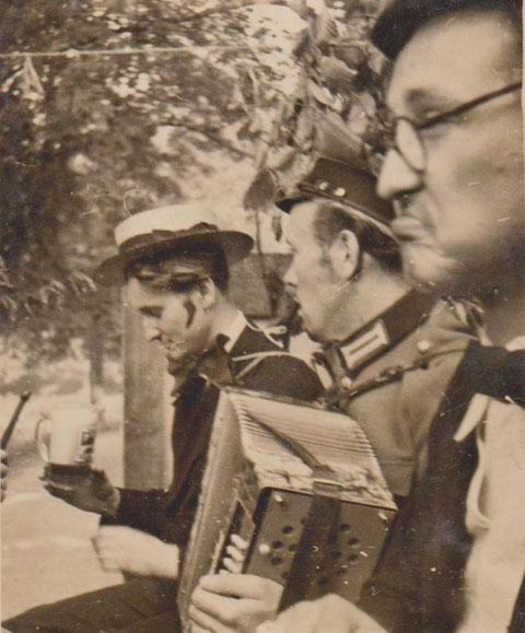 Wolfgang Kaps, sein Schwager und Kurt Schwarz während einer Himmelfahrtstour 1950er von links -