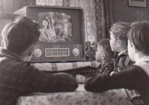 Fernsehen in der Rohstraße - Joachim Krüger und Kinder von Heinz Claus - Sammlung B.Huhn