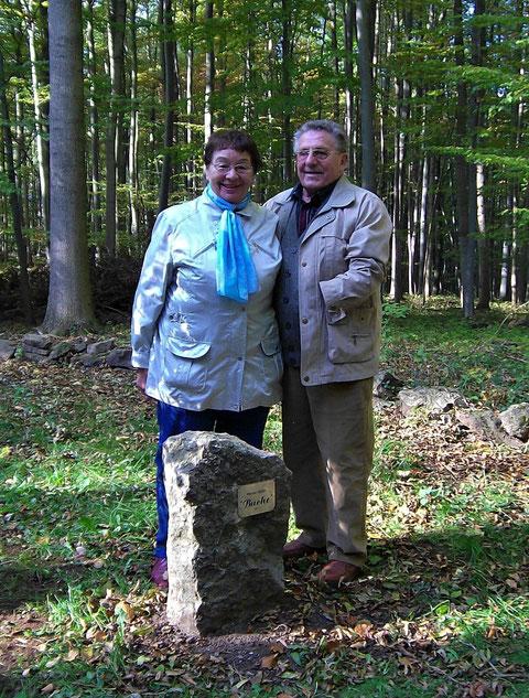 Ursula und Werner Müller an der Blutbuche