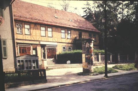 Archiv W.Malek - links Papiergeschäft Raschdorf, rechts Andenken Stirzel
