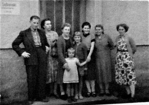 Oskar und Marie Roth mit Kindern und Besuch aus Holland - Rohstrasse 29 - Aufnahme um 1956: Quelle Jannie Niehot-Schwarz