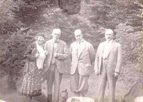 v.l. Frl. Jadicke, Dr. Graf Wiser, ?, Dr. Werner Koch - Archiv W.Malek