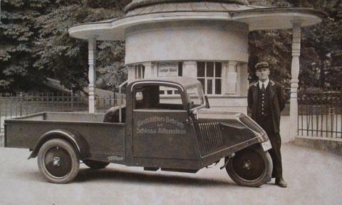 Bezahlhäuschen vor dem Kurpark: Widmung auf der Rückseite: An seinen Bruder 1935 für die gemeinsame Zeit auf dem Altenstein - Recherche Volker Henning