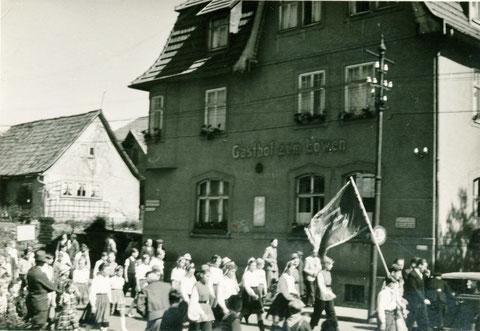 links im Bild das Haus der ehemaligen Liebensteiner Totenfrau - Archiv Horst Schneider und Tochter Cornelia Pissarek