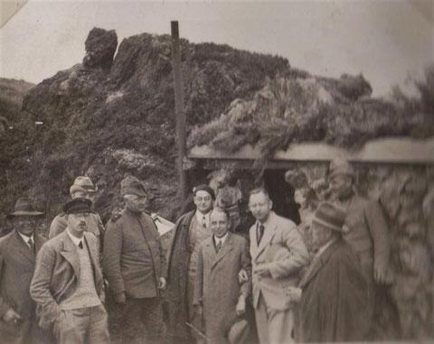 Honoratioren der Questensteinhütte mit Karl Schneider, Forstmeister Laupert, Förster Oskar Resch u.a.