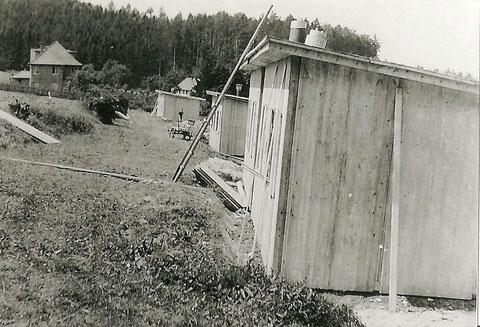Aufstellung der Baracken 1943 - Massives Haus links ist heutiges Haus Ühling - Archiv Lothar Abendroth